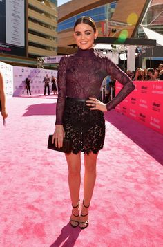Pin for Later: Seht alle Outfits auf dem roten Teppich der Billboard Music Awards Lucy Hale in Zuhair Murad