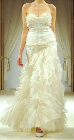 Robe de mariée Vaporeuse - bustier en soie, volants et traîne