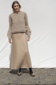 Vogue Paris, Backstage, Shorts Longs, Gabriela Hearst, Fashion Show, Fashion Trends, Women's Fashion, Mannequins, Resorts