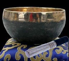 Ishana 11-13cm black/golden Singing Bowl - 375-425g