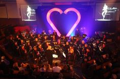 Foto; Jet Kattenberg Op vrijdagavond vond het jaarlijkse concert van de Broederband plaats; De Broederband in Love, geheel in het teken van de liefde. Het concert werd gegeven in een sfeervol verlichte Burgwalkerk. Met de opening van het prachtige 'Also Sprach Zarathustra' van...