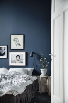 Dark wall color combined with white furniture for cozy and relaxing bedroom Blue Bedroom Walls, Dark Walls, Wall Decor Bedroom, Blue Bedroom Decor, Bedroom Colors, White Furniture, Bedroom Inspirations, Bedroom Design, Bedroom Wall