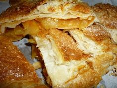 Strudel with apple, plum jam and ginger/Dtrudel di mele con marmellata di susine e zenzero Apple Pie, French Toast, Breakfast, Desserts, Food, Morning Coffee, Tailgate Desserts, Deserts, Essen