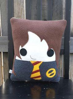 He encontrado este interesante anuncio de Etsy en https://www.etsy.com/es/listing/204565948/smart-witch-pillow-plush-cushion-gift