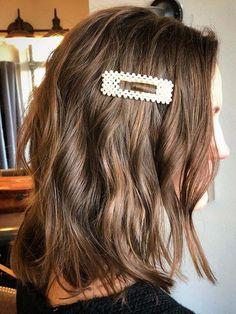 Gorgeous Wavy Lob Haircut Styles for Women to Sport in 2020 – Hair Accessories Diy 2020 Wavy Lob Haircut, Blunt Bob Haircuts, Lob Hairstyle, Haircut Styles For Women, Bob Haircuts For Women, Short Hair Styles, Modern Hairstyles, Hairstyles Haircuts, Cool Hairstyles