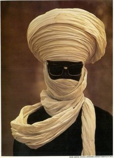 Shades of Swagger # 86 - Undercover, Man in Niger. Photo by Georg Gerster for National Geographic, ☀ We Are The World, People Around The World, Costume Ethnique, Grace Jones, Ex Machina, Portraits, African Culture, World Cultures, Headgear