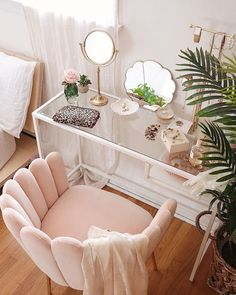 cheap home decor Pink velvet shell feather chair with tufted upholstery and brass finish for feminine, modern bohemian, and minimalist spaces. Cute Room Decor, Diy Girl Room Decor, Adult Bedroom Decor, Beauty Room Decor, Bohemian Room Decor, Cute Room Ideas, Bedroom Decor For Couples, Decoration Bedroom, Apartment Bedroom Decor