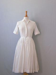 50's day dress, I have a dress almost exactly like this, except in blue #breastfeeding #nursing friendly
