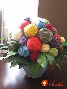 Jealine bohužiaľ nezdieľa vášeň svojej babičky pre pletenie najrôznejších kúskov oblečenia a dekorácií. Napriek tomu z klbiek vlny a bavlny vyrába utešené diela, ktoré vás rozveselia a potešia.