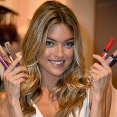 It's the shade that suits every skin tone and can even make teeth appear whiter, which is why these are Beauty Crew's favourite pinky-nude lipsticks. Natural Curls, Natural Skin, Lipsence Lip Colors, Lipstick Colors, Long Hair Tips, Glossy Hair, Nude Lipstick, Rimmel Lipstick, Brown Lipstick
