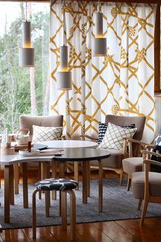 Rakastan Alvar Aallon töitä, Marimekon värikästä maailmaa sekä 50-luvun arkkitehtuuria ja suomalaista kotisielunmaisemaa. Tämän monet teistä lukijoista varmasti tiesivätkin tai... Furniture, Interior, Interior Inspiration, Vintage House, Home Decor, Interior Design, Minimalist Living, Furnishings, Vintage Interiors