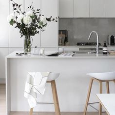 Everything about this kitchen is perfect @thedesignchaser by ind.designs