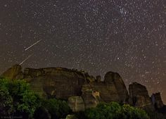 Perseids over Meteora / NASA Image Credit & Copyright: Babak Tafreshi (TWAN) Πηγή: www. Nasa, Perseid Meteor Shower, Astronomy Pictures, Star Trails, Across The Universe, Space Travel, Go Outside, World Heritage Sites, Night Skies