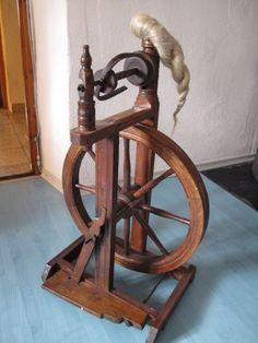 Biete ein altes Spinnrad für Dekoration an. Es funktioniert nicht da es durchdreht, vielleicht...,Altes Spinnrad zur Dekoration für nur 40€ in Bayern - Schlehdorf