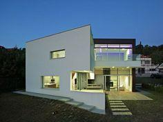 Ferienhaus in Kroatien mit Pool und minimalistischer Architektur