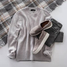 It's officially sweater weather (aka time to get cozy! See how to style your comfiest oversized knits. Love this entire look! Sweaters And Jeans, Casual Sweaters, Casual Jeans, Casual Outfits, Cute Outfits, Grey Jeans, Oversized Sweaters, Stitch Fix Fall, Stitch Fit