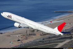 Japan Airlines B777-300