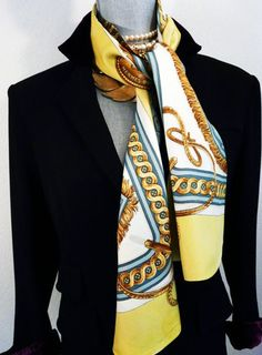 96 bästa bilderna på Hermès Silk Scarves   Silk scarves, Hermes ... 93118ac17952