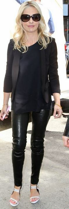 Who made  Sarah Michelle Gellar's black leather pants, black blazer, and white sandals?