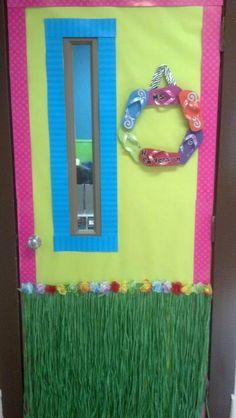 Beach theme door went with my Flip Flop bulletin board! Wreath made by a sweet parent! :) – Decoration For Home - New Deko Sites Classroom Bulletin Boards, Classroom Door, Classroom Design, Preschool Classroom, Classroom Themes, Classroom Organization, In Kindergarten, Luau Theme, Hawaiian Theme