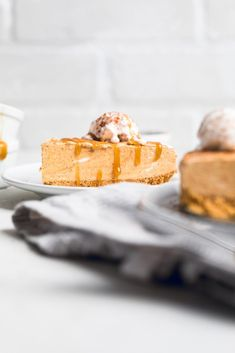 This easy no bake vegan pumpkin cheesecake is the perfect last minute dessert that you need for the holiday dessert table or fall get together. Pumpkin Cinnamon Rolls, Baked Pumpkin, Pumpkin Recipes, Vegan Pumpkin Bread, Cheese Pumpkin, Gluten Free Graham Crackers, No Bake Pumpkin Cheesecake, Pumpkin Ice Cream, Vegan Caramel