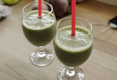 Baby Spinach, Cherry & Chia Smoothie | I Try To Eat Healthy