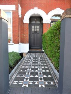 There are houses out there in the big wide world that make an fantastic first impression. They are the I Ching of kerb appeal! Front Garden Path, Front Path, Front Door Steps, House Front Door, Garden Paths, Terrace House Exterior, Victorian Terrace House, Dark Grey Front Door, Victorian Mosaic Tile