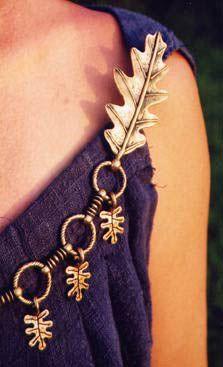 Oak leaf chain fibula set