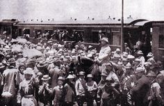 Boers leaving Pretoria for the front during the Boer War: Battle of Magersfontein on December 1899 in the Boer War Crimean War, The Siege, Defence Force, Interesting History, Modern Warfare, My Heritage, African History, Military History, Vintage Photographs