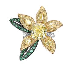 Piaget Rose Passion ring in diamonds, yellow diamonds, emeralds, rose gold and white gold