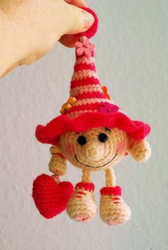 Gnome Jamie - Jzamell Teddy's & Co. - Amigurumi Tips Crochet Christmas Decorations, Christmas Crochet Patterns, Holiday Crochet, Crochet Toys Patterns, Baby Knitting Patterns, Amigurumi Patterns, Stuffed Toys Patterns, Christmas Crafts, Christmas Gnome