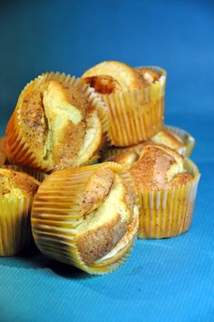 """Very easy apple cake muffins... nice change with smaller portions that can be kept in the freezer waiting for visitors rather than the """"big"""" apple cake :-)"""