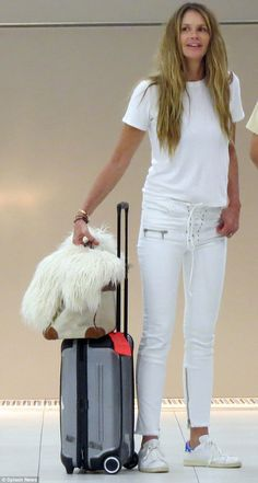 Supermodel Elle Macpherson showcased her age-defying complexion makeup free at Perth Airport on Monday Elle Macpherson, Modell Street-style, Airplane Outfits, Fall Travel Outfit, Trendy Outfits, Fashion Outfits, Travel Clothes Women, Models, Fashion Over 50