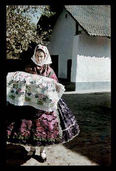 From Doroszló, NHA Néprajzi Múzeum | Online Gyűjtemények - Etnológiai Archívum, Diapozitív-gyűjtemény Folk Costume, Costumes, Hungarian Embroidery, Budapest Hungary, Fashion History, Traditional Dresses, Embroidery Patterns, Fiber, 1