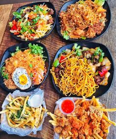 Uploaded by ⓚⓐⓗ. Find images and videos about food, delicious and drink on We Heart It - the app to get lost in what you love. I Love Food, Good Food, Yummy Food, Tasty, Yummy Snacks, Plat Simple, Tumblr Food, Food Goals, Food Places