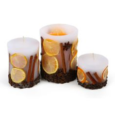 Decorative candle with decoration of real cinnamon, dried oranges and coffee. Made by Neo-Spiro. #cinnamon #orange #white #natural