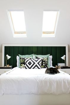 Contemporary Bedroom Design Ideas with full decorations for modern bedrooms. Check these Stunning 25 Contemporary Bedroom Design Ideas. Bedroom Green, Home Bedroom, Bedroom Decor, Bedroom Ideas, Airy Bedroom, Clean Bedroom, Bedroom Inspiration, Skylight Bedroom, Bedroom 2017