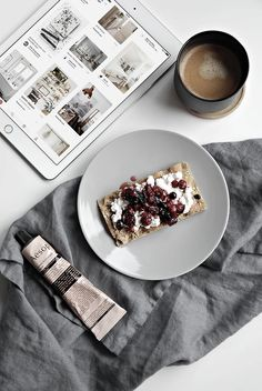 cottage cheese on knäckebröd with some lightly caramelized seasonal forest fruits.