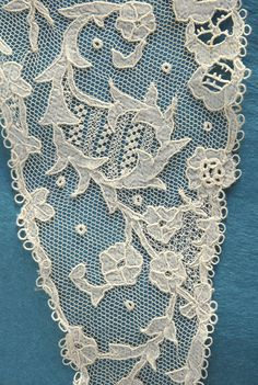 Carrickmacross applique - detail Techniques Textiles, Lacemaking, Hobby Ideas, Cut Work, Needle Lace, Irish Lace, Lace Embroidery, Lace Collar, Tulle Lace