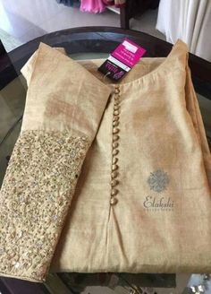 New wedding ideas gold champagne style 36 ideas Pakistani Dress Design, Pakistani Dresses, Indian Dresses, Indian Outfits, Churidar Designs, Kurta Designs Women, Blouse Designs, Embroidery On Kurtis, Kurti Embroidery Design