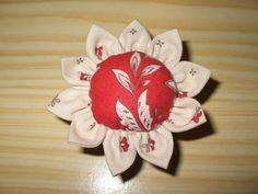 2 PAF (pique-aiguilles fleur) du tuto de Tara....