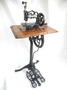 ❤✄◡ً✄❤ VICTORIAN WEIR PEDESTAL TREADLE SEWING MACHINE - http://www.sewing4everyone.com/apps/photos/photo?photoid=159941150
