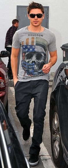 oh  Zac Efron... soooo hott... want to touch the Heiney...lol