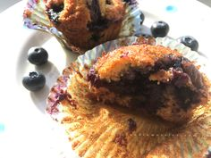 I like the practicality of a good blueberry muffin. The kind of dessert that it's easy to put  together from scratch in less than 10 minutes, the hardest part is to wait for them to cook in t…