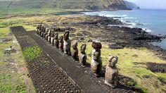 KAP on Tongariki - Easter island by Pierre Lesage, via Flickr, a quien esperan?