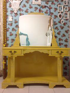 Ateliando - Customização de móveis antigos: Penteadeira Art Deco Mostarda  Espelho novo bisotado, móvel restaurado e customizado em nosso atelier!