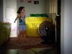 Letícia dançando Barbie e a Pop Star