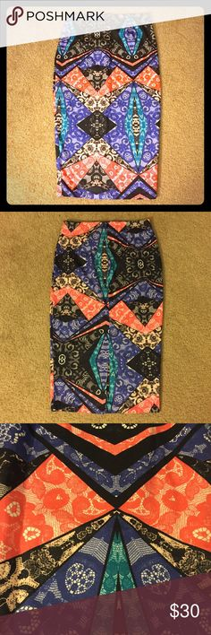 New Arrival Nasty Gal printed pencil skirt Fun lacey looking print. 74% rayon, 22% nylon, 4% spandex. Waist measures 14 inches across. Length is 28.5 inches long. Slit in the back. Size small. Make me an offer! Nasty Gal Skirts Pencil