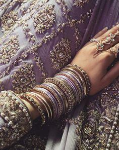 Wedding indian jewelry jewelery new ideas Wedding Day Makeup, Desi Wedding, Bengali Wedding, Pakistani Bridal, Bridal Bangles, Wedding Jewelry, Saris, Modern Saree, India Jewelry