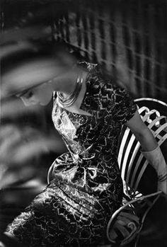Ŧhe ₵oincidental Ðandy: Through The Lens: The Iconic Glamour of Fashion Photography ~ (Part I: Irving Penn, Richard Avedon & Frank Horvat) Vintage Photography, Digital Photography, Fashion Photography, Frank Horvat, Beauty And Fashion, Richard Avedon, Great Photographers, Mode Vintage, Mannequins